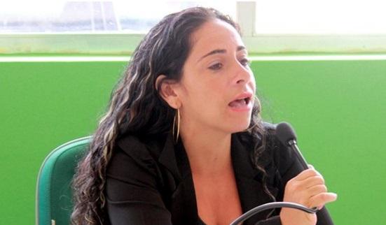 Ana Jaira foi presa com munições e pistola 380 em Trancoso (Foto Bahia Dia a Dia).