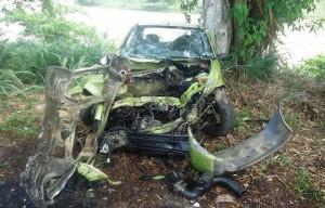 Impacto da colisão arrancou motor do Fiesta.