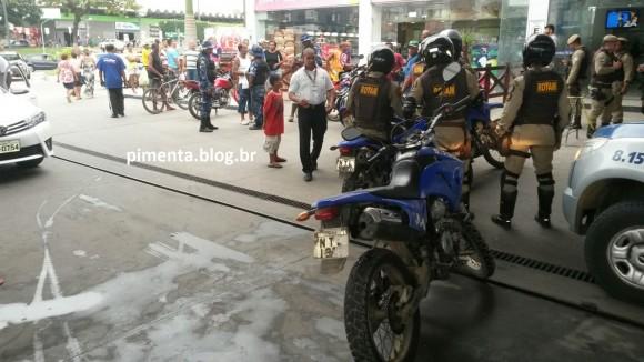 Pânico e correria em posto de combustível durante atentado e assalto (Foto Pimenta).