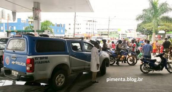Houve grande movimentação após ataque a posto e assalto a cliente (Foto Pimenta).