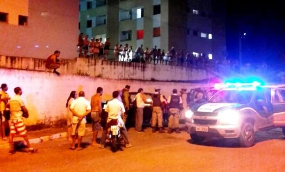 Homem foi executado a tiros em frente ao Hospital de Base.