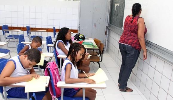 Rede pública na Bahia tem mais professores com nível superior.