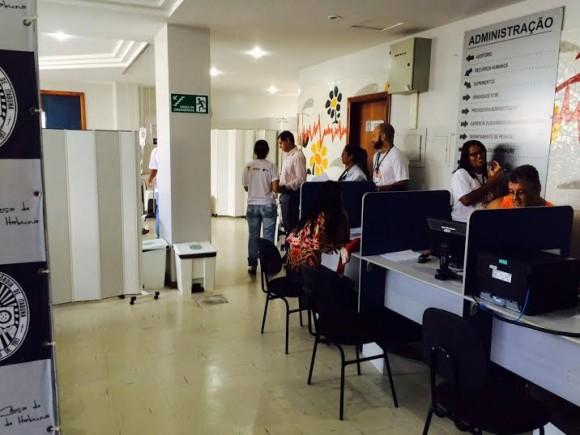 Ambulatório improvisado instalado no prédio do setor administrativo (Foto Divulgação).