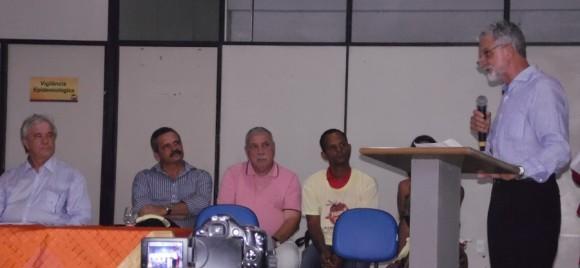 """Bicalho discursa durante entrega de """"QG"""" contra o Aedes (Foto Pimenta)."""