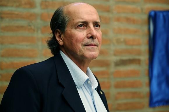 Edital deverá anunciado pelo reitor Naomar Almeida.