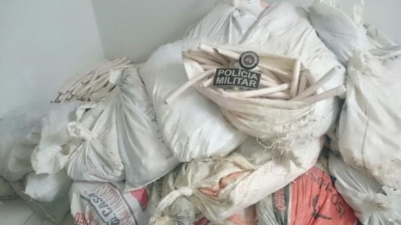 Explosivos foram localizados numa residência, após denúncia anônima (Foto Polícia Militar-BA).