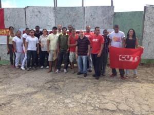 Sindicalistas durante início da greve no hospital geral, hoje (Foto Divulgação).