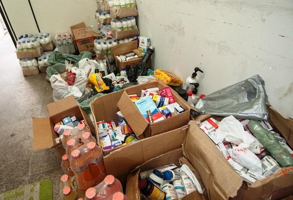 Alimentos e produtos de higiene pessoal foram apreendidos pela vigilância (Foto Gabriel Oliveira).