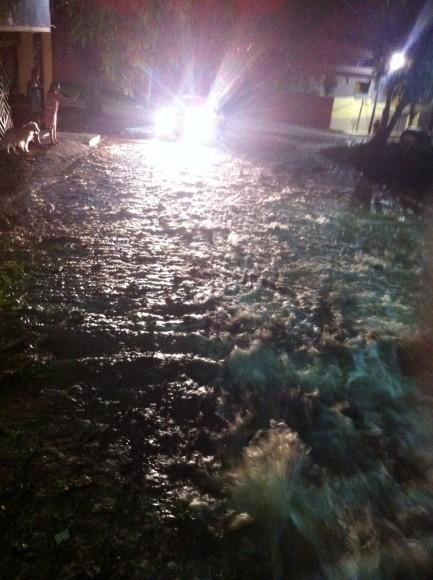 Aguaceiro atingiu ruas dos bairros Góes Calmon e Jardim Vitória