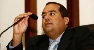 Sandro Régis diz que governo quer cheque em branco