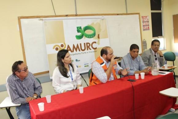 Superintendente da Defesa Civil do Estado, Rodrigo Hita, fala na reunião com os prefeitos