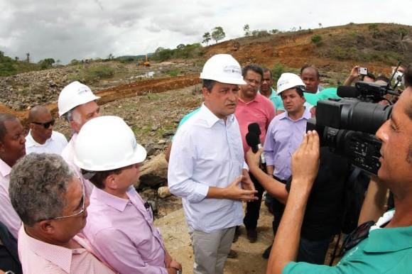 Rui vistoria obras da barragem do Colônia e fala de investimentos (Foto Divulgação).