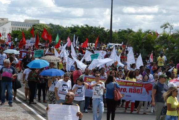 Servidores estaduais durante caminhada no CAB, em Salvador (Foto Divulgação).