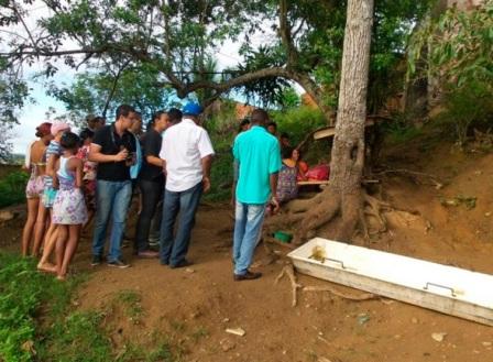 Corpo de Gabriela foi deixado embaixo de uma árvore, perto da casa onde ela morava com os pais