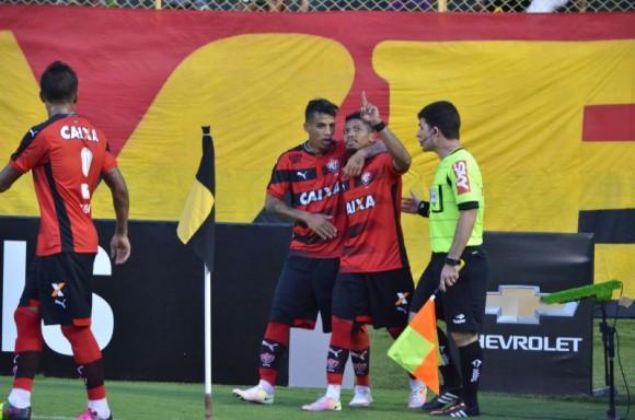 Marinho comemora gol de empate contra o Corinthians (Foto ECV).