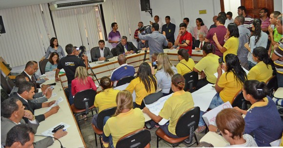 Sessão em que veto do prefeito à Lei da Zona Azul foi derrubado (Foto Pedro Augusto).