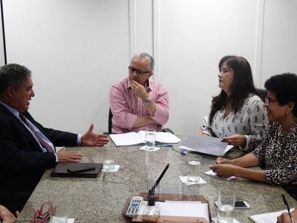 Josefina e Rosemberg foram recebidos pelo secretário Josias Gomes (Foto Serin).