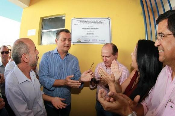 Rui Costa e autoridades entregam quadra poliesportiva em Aurelino Leal.