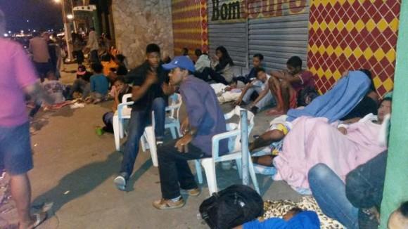 Eleitores madrugaram para tirar título ou resolver pendência (Foto Pimenta).