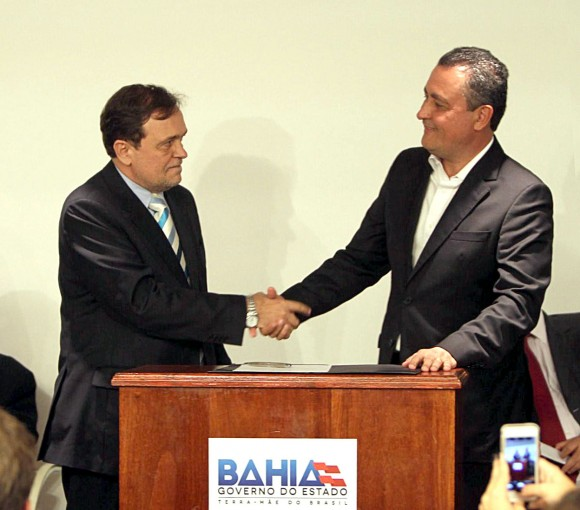 Rui Costa dá posse ao novo secretário de Educação (Foto Divulgação GovBA).