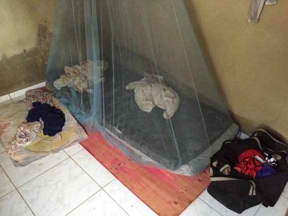 """Trabalhadores dormiam em """"camas"""" sem forro ou travesseiro e não recebiam salário (Foto MT)."""
