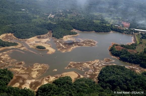 Represa do Iguape baixou mais de cinco metros e atinge nível crítico (Foto José Nazal).