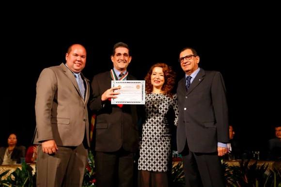 O superintendente regional da Caixa, Marcos Vinícius Nascimento, também recebeu honraria.