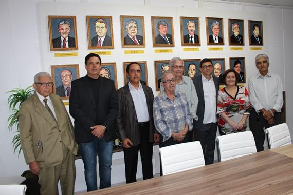 O atual presidente da ACI, Ronaldo Abude (terceiro, da dir. p/ esq.), ao lado de ex-presidentes da entidade