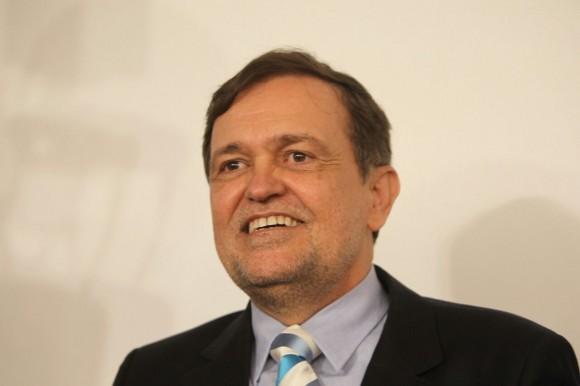 Pinheiro é disputado por 3 partidos.