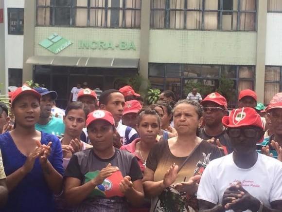 Sem-terra em frente à sede do Incra nesta quarta (Foto Divulgação).