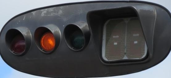 Motoristas pedem semáforo com cronômetro para evitar multas (Ilustração).