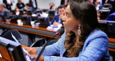 Tia Eron fala em terceira pessoa, mas não anuncia voto em comissão (Foto PRB).