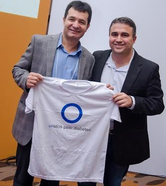 Amaury, da Novartis, e o idealizador do mutirão, médico Rafael Andrade.