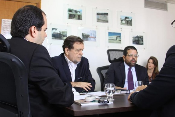 Balazeiro e os secretários Walter Pinheiro e Edelvino Góes, na sede do MPT.