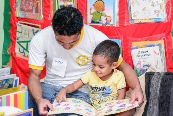Leitura ajuda a melhorar vocabulário dos filhos (Foto Andrezza Mariot)