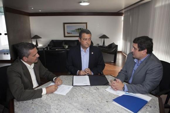 Vane, Rui Costa e Cedraz discutem transferência de gestão da água para a Embasa.