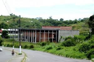 Estrutura do Centro de convenções de Itabuna inconcluso.