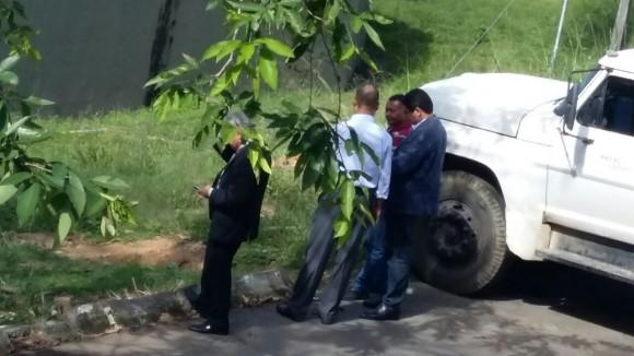 Empresários acompanhados por um dos diretores da Emasa (de camisa listrada).