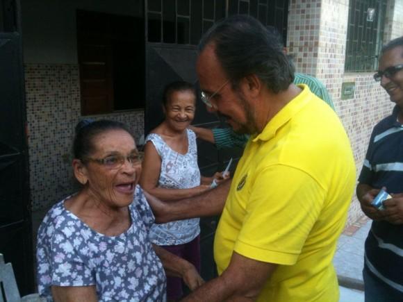 Antônio Mangabeira visita eleitores e se reúne com equipe de marketing nesta segunda.
