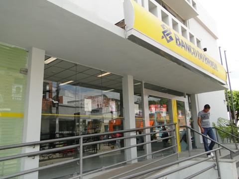 Bancos reabrem ao meio-dia (Foto Entre Aspas).