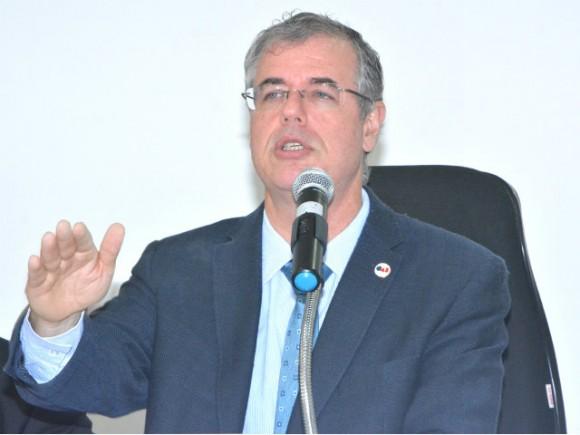 Luiz Viana anuncia negativação de advogados inadimplentes (Foto Cláudia Cardoso/OAB-BA).