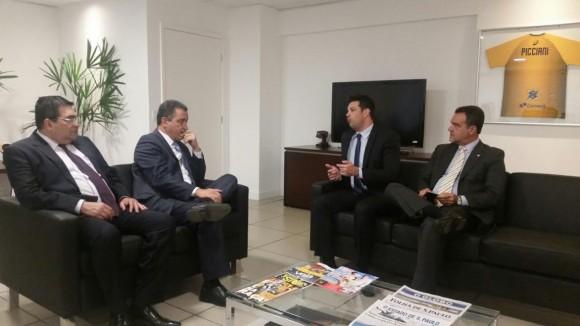 Rui durante audiência com o ministro Picciani em Brasília (Foto Divulgação).