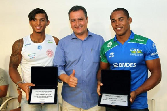 Rui Costa (centro) recebeu os medalhistas olímpicos Isaquias e Erlon (Foto Mateus Pereira).