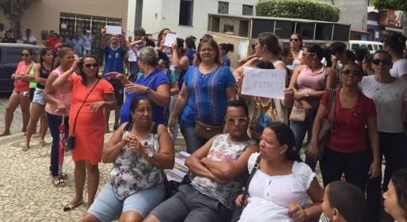 Professores de Ibicuí e servidores de outras áreas fizeram protesto.