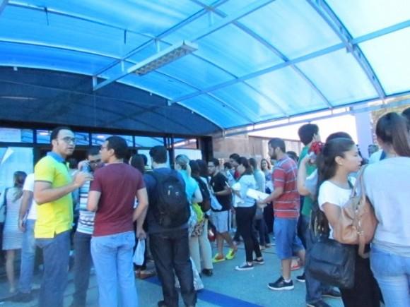 Movimentação de candidatos ao concurso na Estácio, em Salvador.