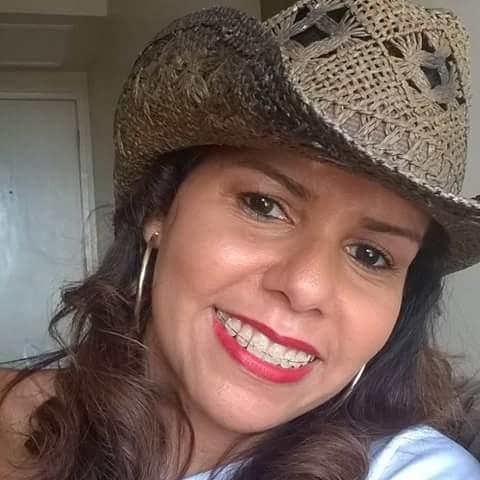 Professora Luciana faleceu vítima de ataque cardíaco (Foto Reprodução).