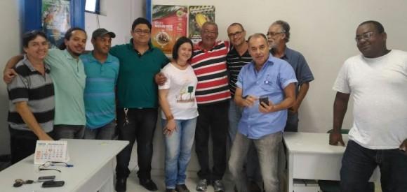 Marcos Vinícius, do Setaf, com o prefeito eleito Milton Cerqueira, ao centro.