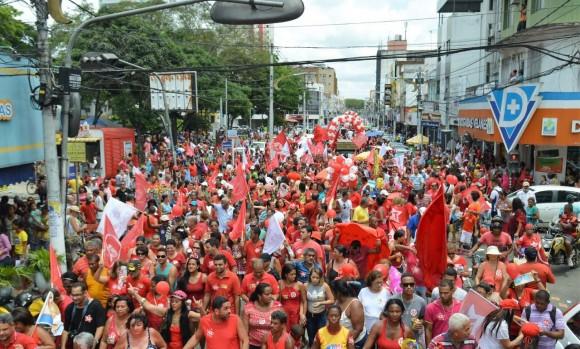 Ato reuniu milhares de pessoas na Cinquentenário hoje.