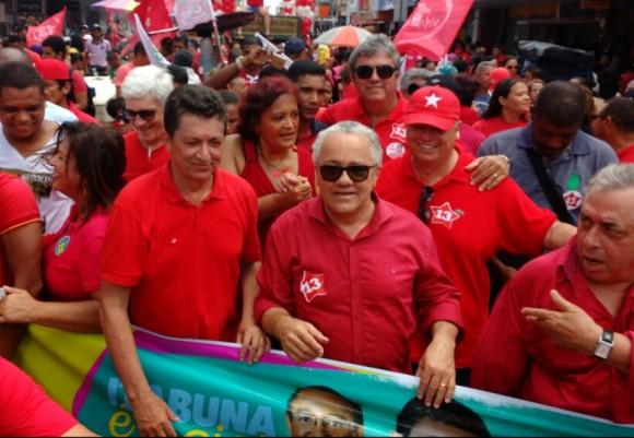 Everaldo, de boné, durante caminhada de Geraldo Simões, neste sábado (Foto Pimenta).