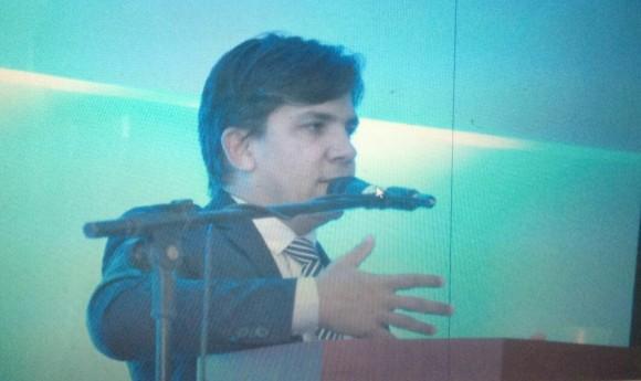 Cairo Júnior durante palestra na FAN, em Feira, ontem.